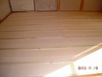 床下断熱材敷き込み